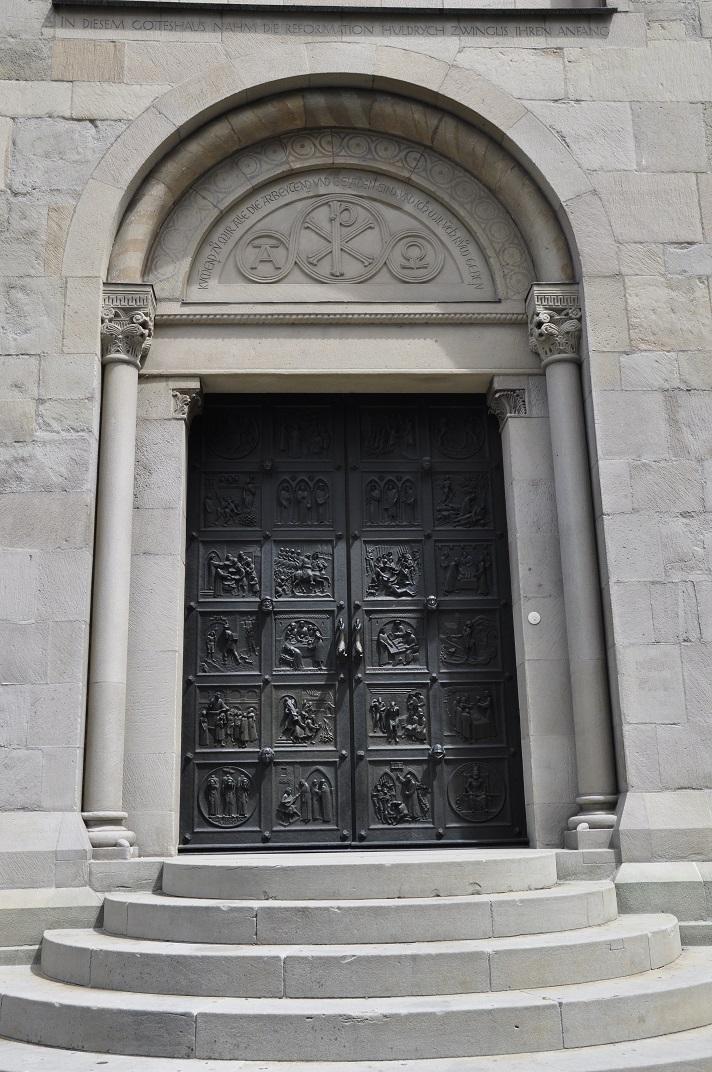 Porta de Zwingli de la gran catedral de Zuric