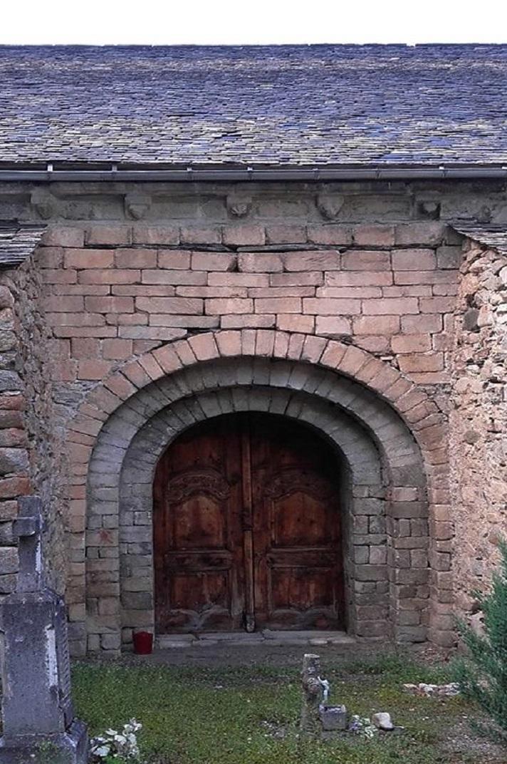Portada sud de l'església de Santa Maria d'Arties