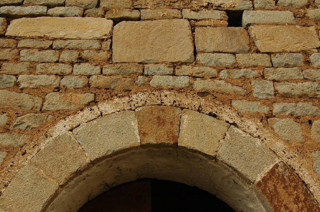Portalada de l'església de Santa Eulàlia d'Unha