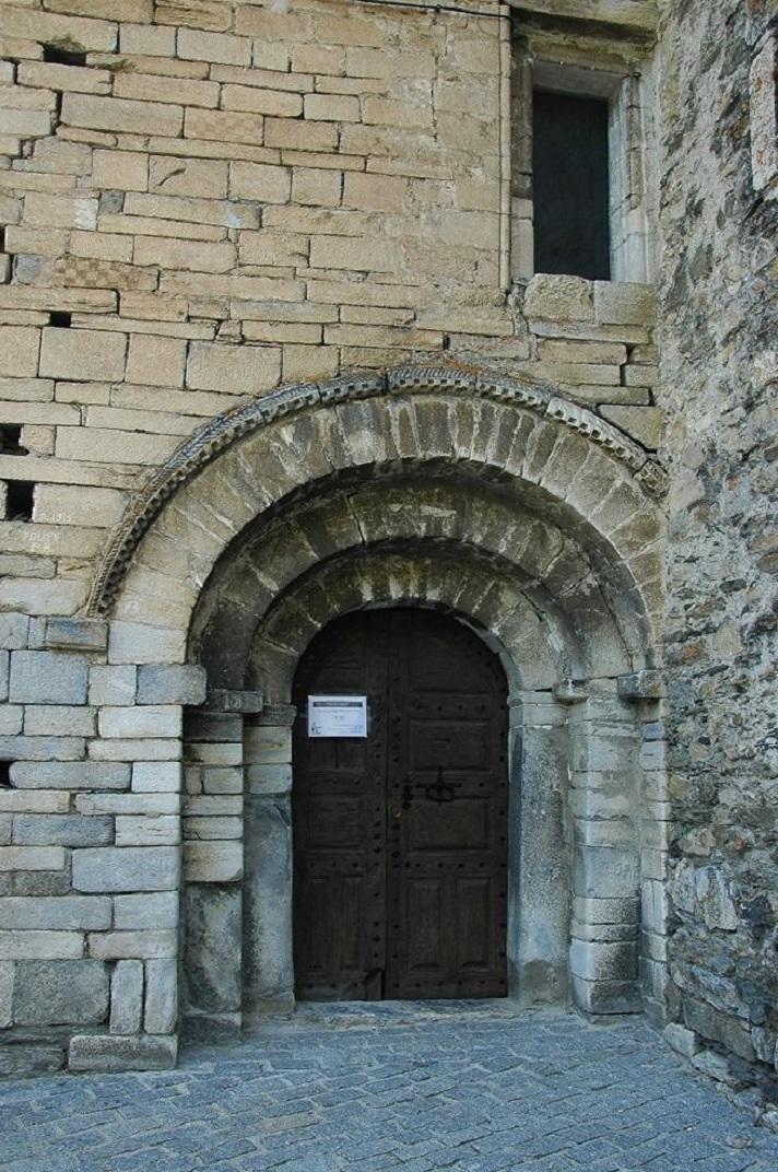 Portalada de ponent de l'església de Sant Fèlix de Bagergue