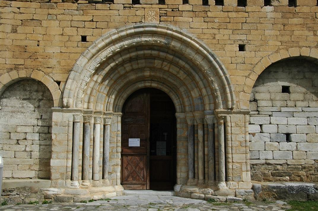 Portalada romànica de l'església de Salardú