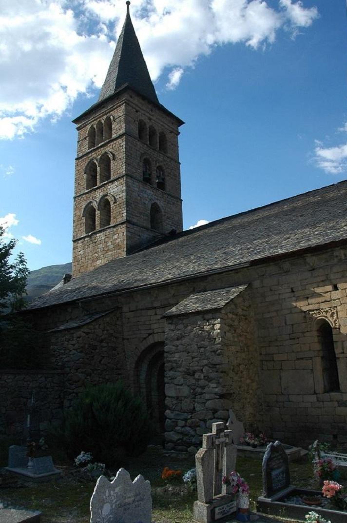Torre campanar de l'església de Santa Maria d'Arties