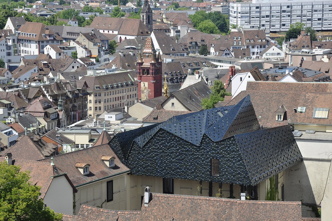 Vista de la torre de l'Ajuntament des de la Catedral de Basilea