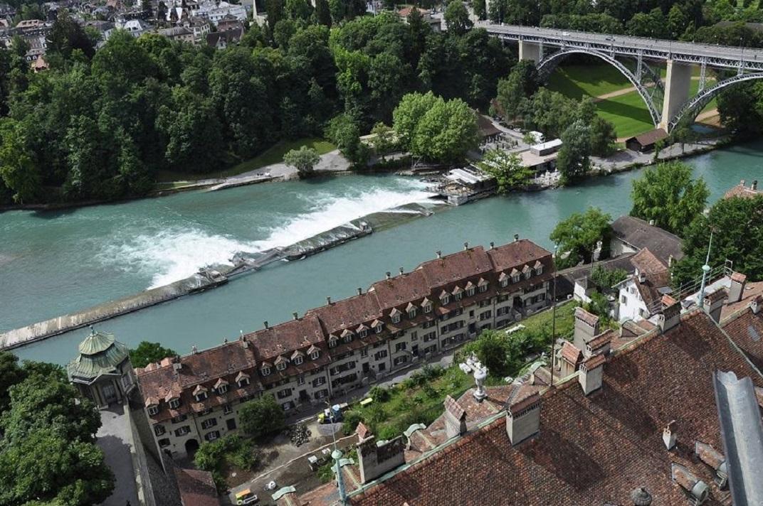 Vista de l'Assut del riu Aar des de la torre de la Catedral de Berna