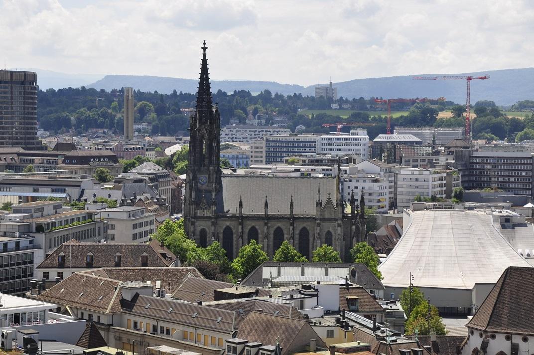 Vista de l'església Elisabeth des de la Catedral de Basilea